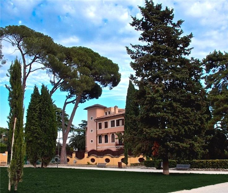 This 12 bedrooms villa in Villa Balestra, Rome is now on the market. Contact us today to arrange a viewing.