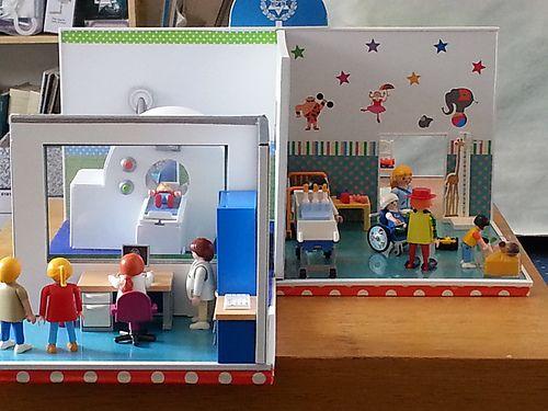 Handmade toy hospital for playmobil figures including an for Hospital de playmobil