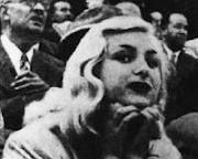 En la España franquista de 1949, El brutal asesinato en la calle Legalidad de Barcelona, de Carmen Broto una conocida prostituta de lujo, conmocionó la sociedad barcelonesa. Un crimen solo resuelto en apariencia que hizo correr ríos de tinta y creó un mito. http://www.alotroladodelcristal.com/2014/09/el-crimen-de-la-calle-legalidad-de.html