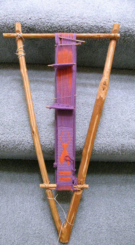 colombian loom -- I may need to try one of these: Possibly portable enough for the bus?