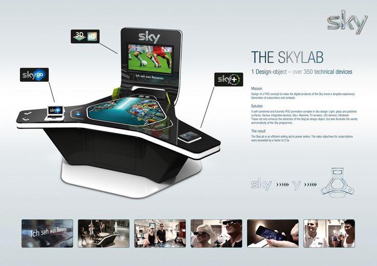 """Sky Lab - Die Funktionsweise des Displays folgt dem Prinzip """"Aufmerksamkeit generieren - Endverbraucher anziehen - Produkte ausprobieren - Abonnement abschließen"""". Dieser Prozess wird durch die offene Struktur des Sky Labs ermöglicht. Sky und die modernen Produkte sind durch den Look des Displays eindeutig erkennbar. Die Annährung des Endverbrauchers an die Produkte von Sky erfolgt komplett barrierefrei."""