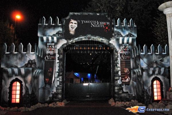 84/92 | Photo des soirées de l'horreur, Terenzi Horror Nights 2009 situé pour la saison d'halloween à @Europa-Park (Rust) (Allemagne). Plus d'information sur notre site http://www.e-coasters.com !! Tous les meilleurs Parcs d'Attractions sur un seul site web !!