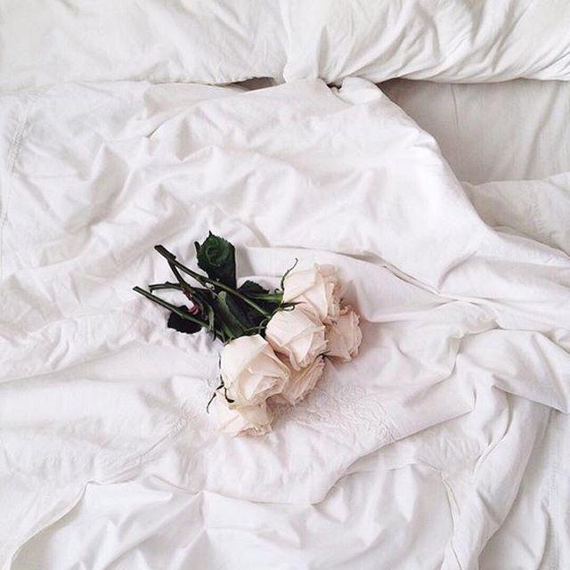 Never leaving this bedside 🕊 #summerlovin #bedroom #girlsbestfriend #minimalism