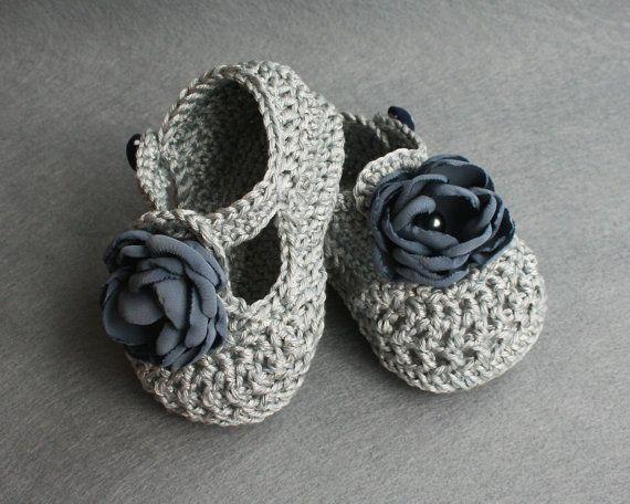 Patucos de crochet/de ganchillo en gris para la por atelierbagatela