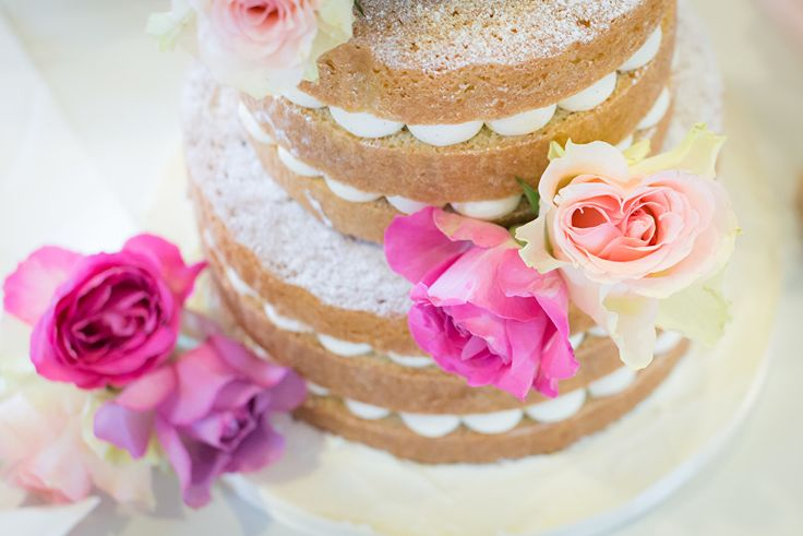 Naked wedding cake. Loren Brand Cakes. Image by What Kristin Saw. St Andrews
