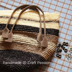 Crochet: Straw Beach Bag {Tutorial & Pattern} | Free Pattern & Tutorial at CraftPassion.com