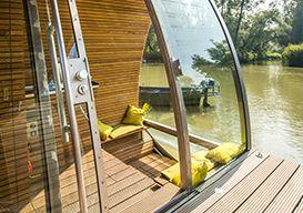 De Floatinglodge is een uniek logeerconcept in de Biesbosch, op het water tussen de zwemmende bevers en bijzondere vogels. Beleef de natuur van dichtbij! #origineelovernachten #officieelorigineel #reizen #origineel #overnachten #slapen #vakantie #opreis #travel #uniek #bijzonder #slapen #hotel #bedandbreakfast #hostel #camping #romantisch #reizen