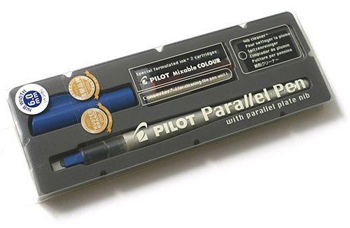 Удобный и современный инструмент для каллиграфии – ручкаPilot Parallel Pen.  Обзор этой ручки и ее конструкцию можно посмотреть в блоге у Антона Мизиноваздесь.  Выглядит ручка так: