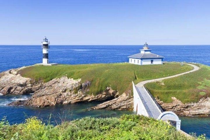 10 espectaculares faros Faro de la Isla de Pancha en Ribadeo, Galicia (arousa / En marzo de 2017 se inauguró el primer faro-hotel en la Isla de Pancha, en Ribadeo (Lugo, Galicia)