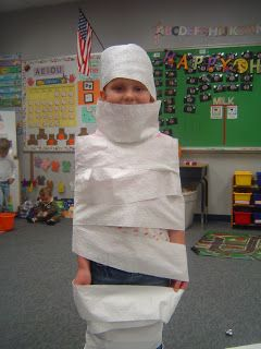 Mrs. T's First Grade Class: Halloween Games. This blog has really cute ideas for class party.
