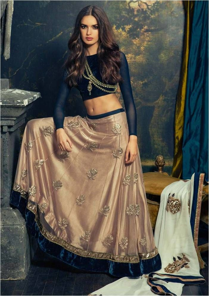 Metallic wine #lehenga styled with a navy blue #choli and one-shoulder jadau #necklace – Perfect #contemporary #eveninglehenga #weddingz #weddings #indianweddings #bridalattire #bridallehenga #mettaliclehenga #navyblueblouse #bridalinspiration #indianbride