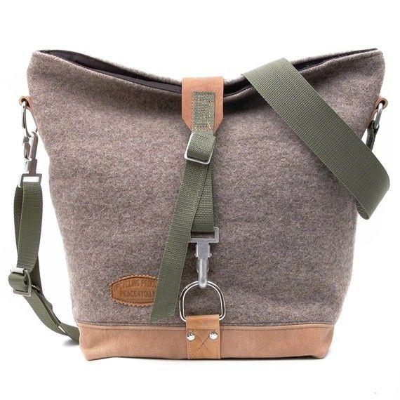 I have a crush on felt bags. #bag #felt #grey
