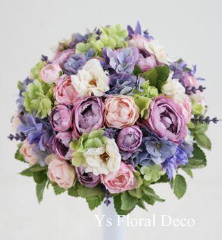 淡いグリーンのドレスにあわせる紫ベースのラウンドブーケ @アルタビスタガーデン ys floral deco
