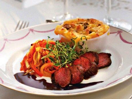 Renfilé med rödvinssås, potatispuré med karljohan och vaniljrostade rotsaker