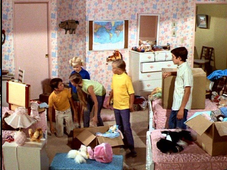 Middle Class Modern: House Stalking: The Brady Bunch girls' bedroom, kids