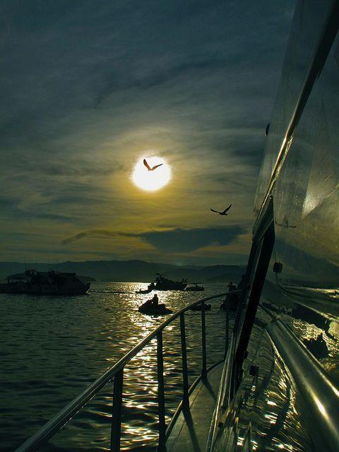 A bela noite de Angra dos Reis, Rio de Janeiro. - by Cris Figueired♥