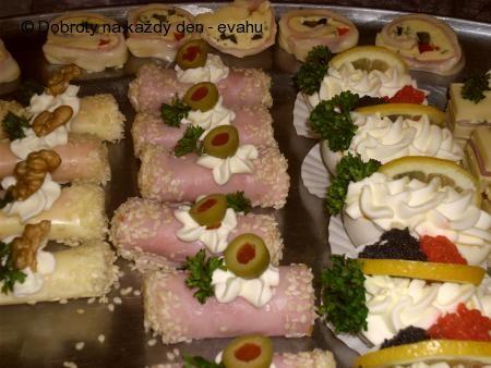 Naše Dobroty na každý den - Sýrové a různé jednohubky, obložené mísy.