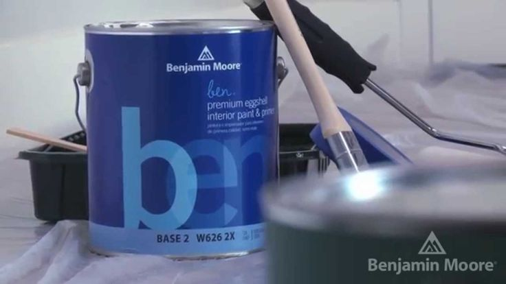 How to Paint an Accent Wall with Stephen Fanuka | #BenjaminMoore -  Celebrity contractor Stephen Fanuka demonstrates how to give a room a splash of color with an accent wall. #DIY #Paint #AccentWall