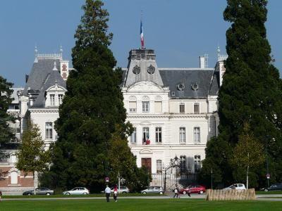 La facade sud et les jardins de la prefecture d annecy guide touristique de la haute savoie rhone alpes