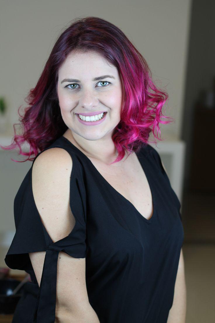 Tutorial em vídeo de como pintar o cabelo de rosa em casa sozinha, muito fácil!!!! Dicas de como fixar mais a cor nos cabelos. Usei para colorir os cabelos a tinta sem amônia Urban Purple da linha Hard Colors da Keraton. Cabelo pink lindo. Cabelo rosa perfeito. Cabelo colorido. Inspiração. Como pintar o cabelo de colorido sozinha