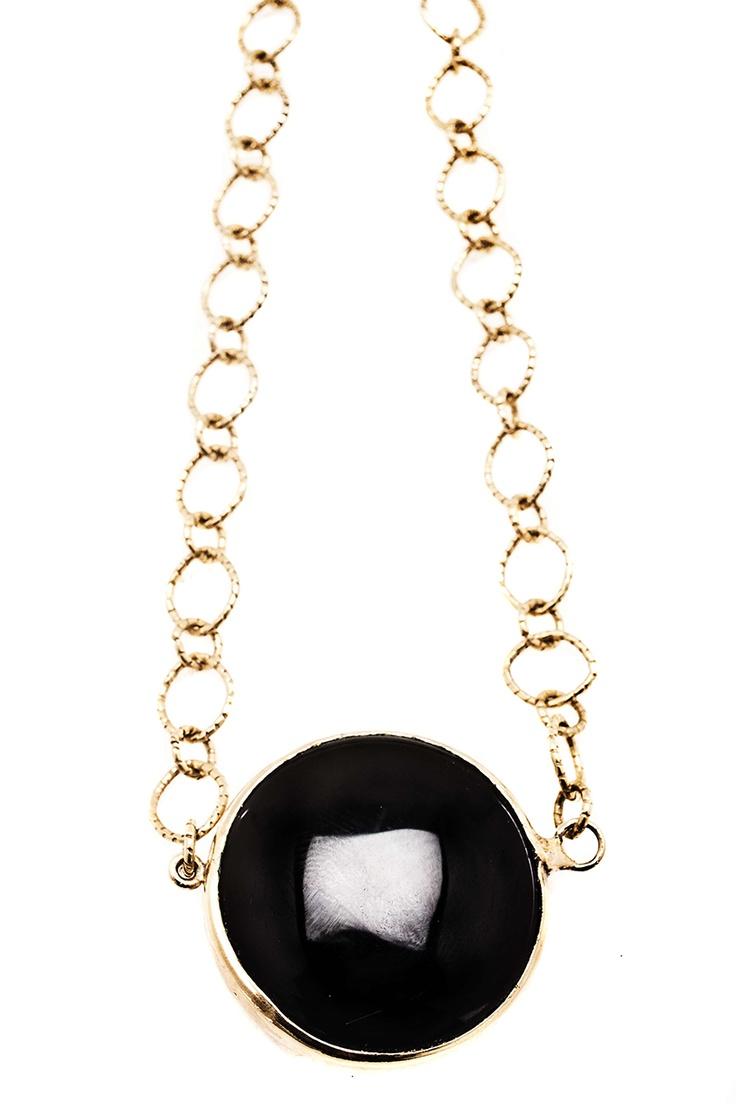 Collar corto con moneda de onix de 30 mm - EL precio incluye envió Nacional. $104000