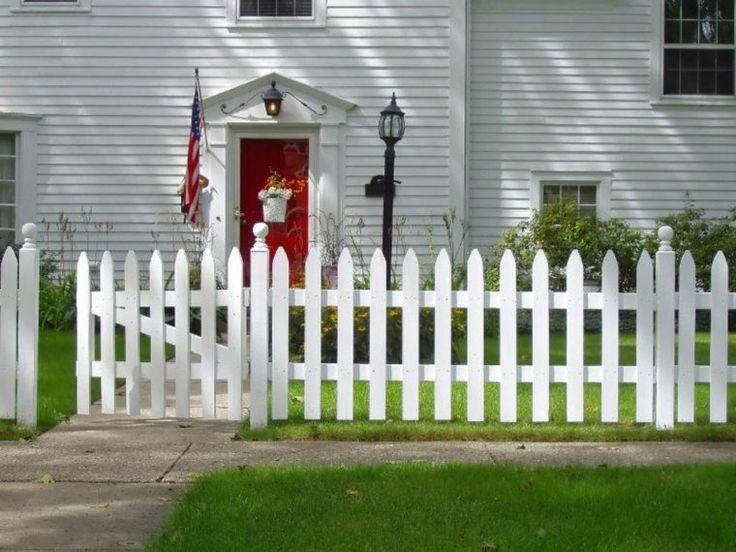 clôture de jardin en bois de type piquet en blanc
