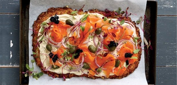 Deluxe cauli pizza with crème fraîche and smoked salmon | Food24
