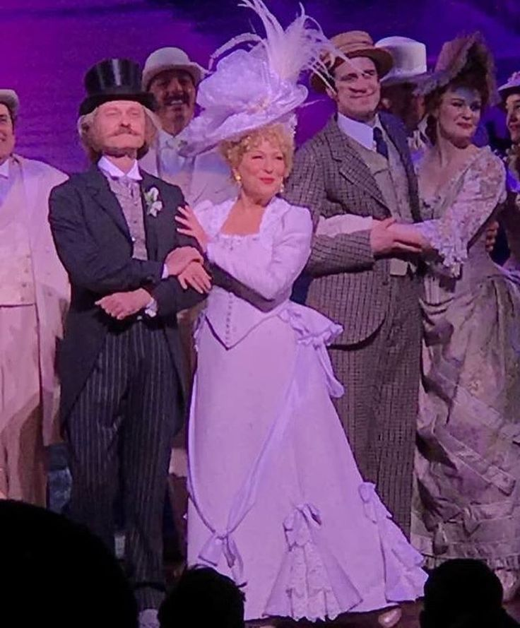 Bette Midler ...... Hello Dolly
