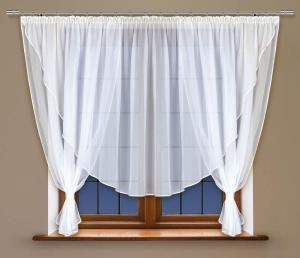 Mocno zdobione okno już nie jest w modzie – teraz liczy się prostota i wdzięk, dokładnie taka jaką reprezentuje proponowana w tym miejscu firanka z woalu w kolorze białym.  Troszczysz się piękno swojego domu w każdym, nawet najmniejszym szczególe? kasandra.com.pl