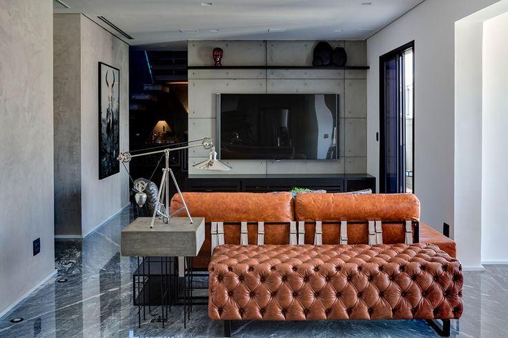 Decoração, decoração de apartamento, decoração moderna, decoração masculina, apartamento moderno, apartamento masculino, parede cinza, obra de arte, sala, sala de estar, revestimento.