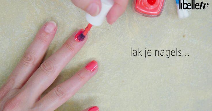 Mooi gelakte nageltjes hebben willen we allemaal. Je handen zijn immers je visitekaartje en afgebladderde nagels horen daar niet bij. Toch is het netjes lakken best een klus. Maar niet lang meer, want we hebben nu dé tip waarmee uitgeschoten randjes verleden tijd zijn. Lees ook: Life hack: Zó krijg je wittere nagels  Bron: …