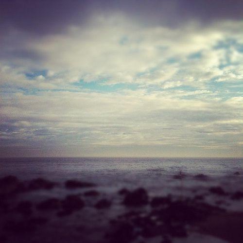 https://flic.kr/p/cnMD43 | Vista al Océano Pacífico después de la lluvia | Vivir cerca del mar es un privilegio. No importa que no lo visites a menudo. Cuando necesitas un espacio para tomar aire o simplemente extraviar tu mirada en el horizonte, siempre está ahí. Como en esta fotografía tomada después de un día de lluvia, a un par de cuadras de mi trabajo y antes de iniciar la jornada laboral.