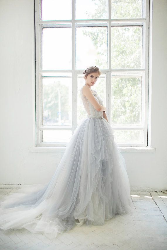 Best 25 tulle wedding gown ideas on pinterest tulle wedding welcome to the weekend friday link love junglespirit