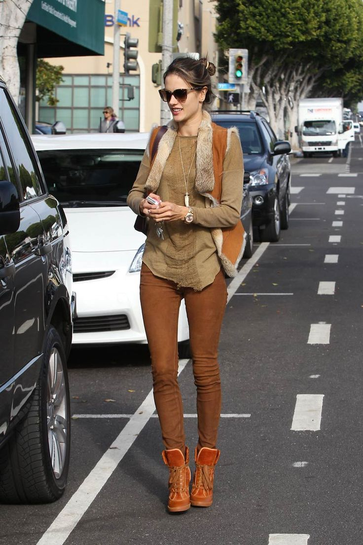 Shopping y looks inspirados en el estilo boho: Alessandra Ambrosio en las calles de Santa Mónica