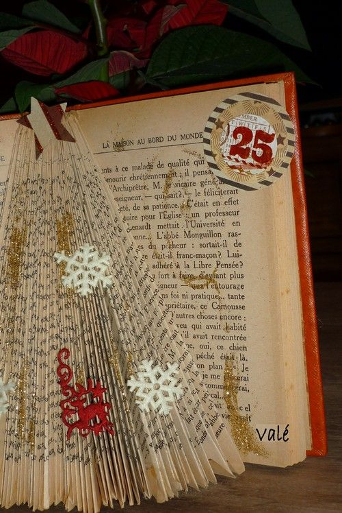 Pliage sapin dans un livre book christmas tree tutorial - Pliage de livre tuto ...