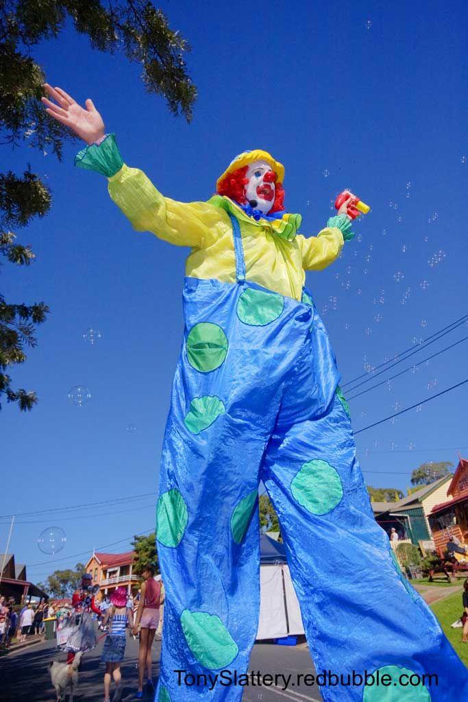 https://flic.kr/p/bKRb3k | TonySlattery Tilba Festival 01 | Clowning around and blowing bubbles at the Tilba Festival Easter Weekend 2012