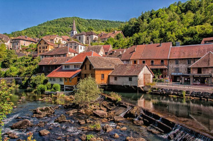 #MostBeautifulVillages: Lods has a unique landscape, as the River Loue cascades directly through this picturesque town. The village has preserved the historic winegrowers' houses and is home to Musée de la Vigne et du Vin (wine and vineyard museum).