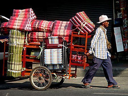 Thaïlande - Commerçant ambulant à Pattaya
