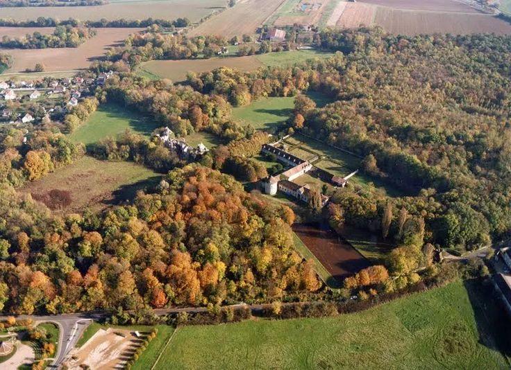 Le parc du chateau : 49ha de nature (la moitié du parc est en réserve naturelle interdite au poubliuc)