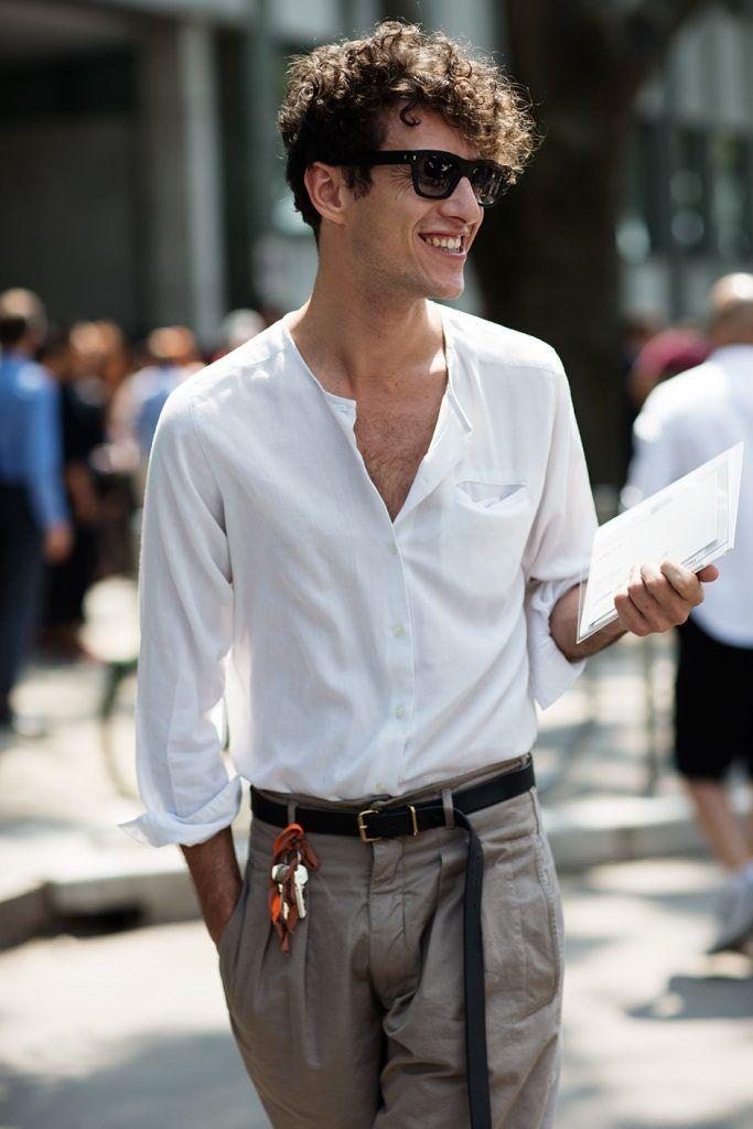 白のバンドカラーシャツ着こなしメンズ