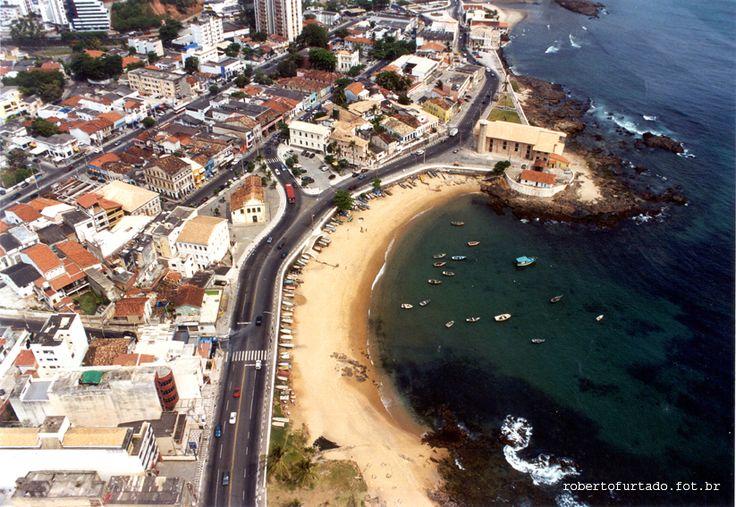 roberto furtado fotografia. Vista aérea  da praia do Largo de Santana onde acontece a Festa de Iemanjá, no Rio Vermelho, em Salvador - BA.