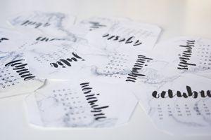 Descárgate la plantilla y crea este práctico y decorativo calendario de forma gratuita.