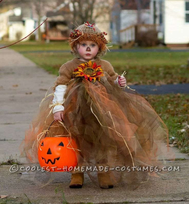 Cool homemade scarecrow costume cool homemade scarecrow costume solutioingenieria Image collections
