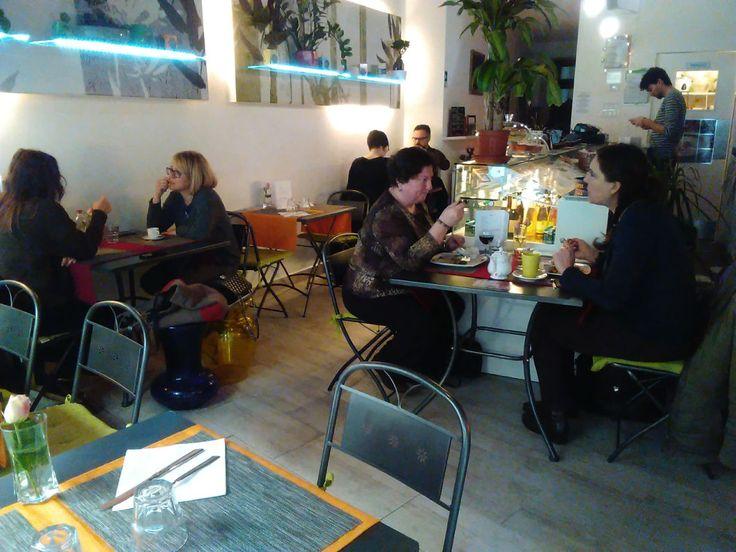 Pause pranzo e cene vegane in un ambiente moderno e rilassante.