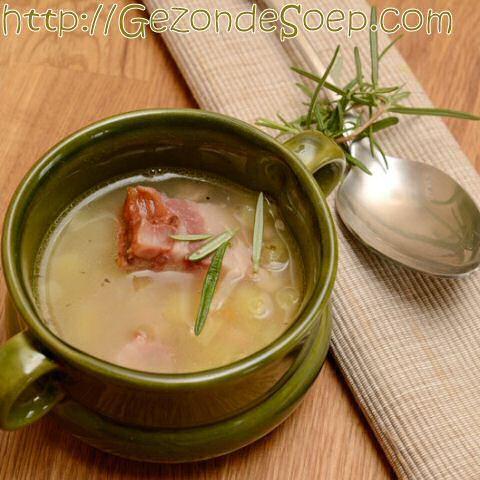 Makkelijk witte bonensoep recept met 5 ingrediënten zodat je goedkoop en snel zal genieten van een heerlijk vullende kom soep.