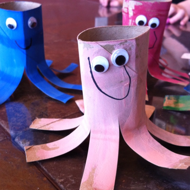 Toilet paper octopi. Simply paint the toilet paper roll and once dry glue on eyes and draw a smile. Super easy craft project for the kids.Toilet Paper Rolls, Toilets Paper, Kids Crafts, Art École, Paper Octopuses, Rolls Octopuses, Kids Art, Activities, Paper Octopi Too