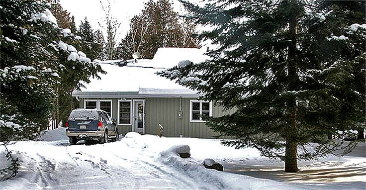 12 Mile 17 (Cushlena) is available for fall, winter and spring rental.  Weekend or weekly rentals available.  Close to snowmobile trails, ice fishing and Sir Sir Sams Ski Hill.  Sleeps a maximum of 9.  For more information please see the web page or email: info@ontariocottagerental