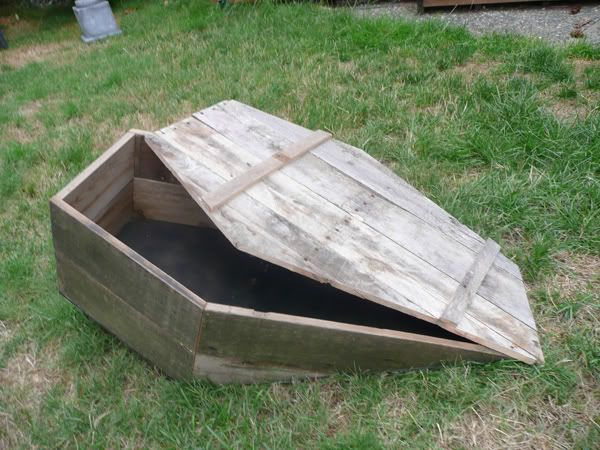 ground-breaker toe pincher coffin for yard haunt