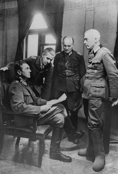 Friedrich Paulus, Generalmajor Leyser, Oberst Wilhelm Adam und General Walther von Seydlitz 1943.