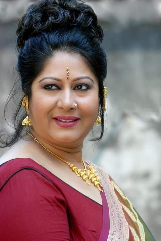 Beautiful aunty indian Indian Aunty